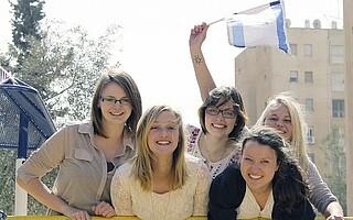 Dienste in Israel Gruppenfoto Voluntaerinnen