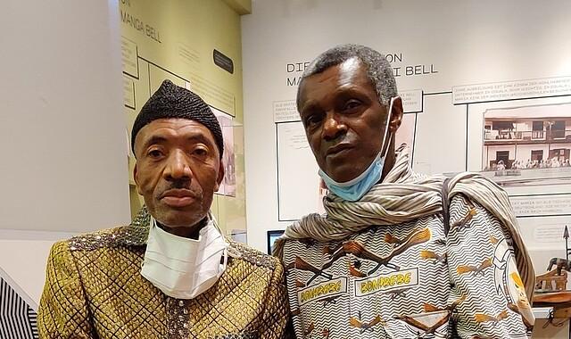 König Jean-Yves Douala Manga Bell und Henri Kala-Lobé, Enkel von Rudolf Manga Bell