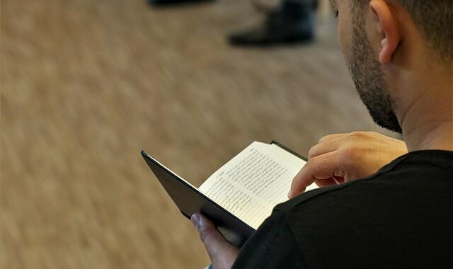 Bibellesen auf Farsi